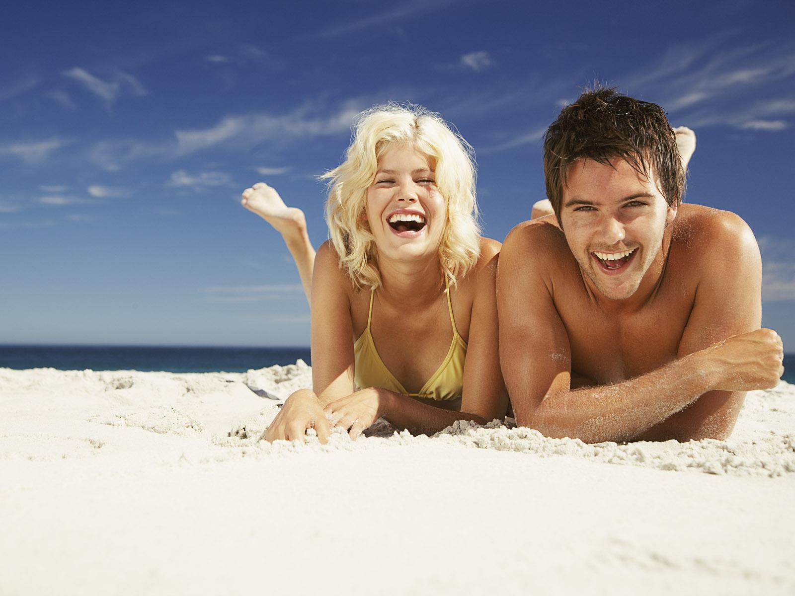Фото обычных людей на пляже 22 фотография
